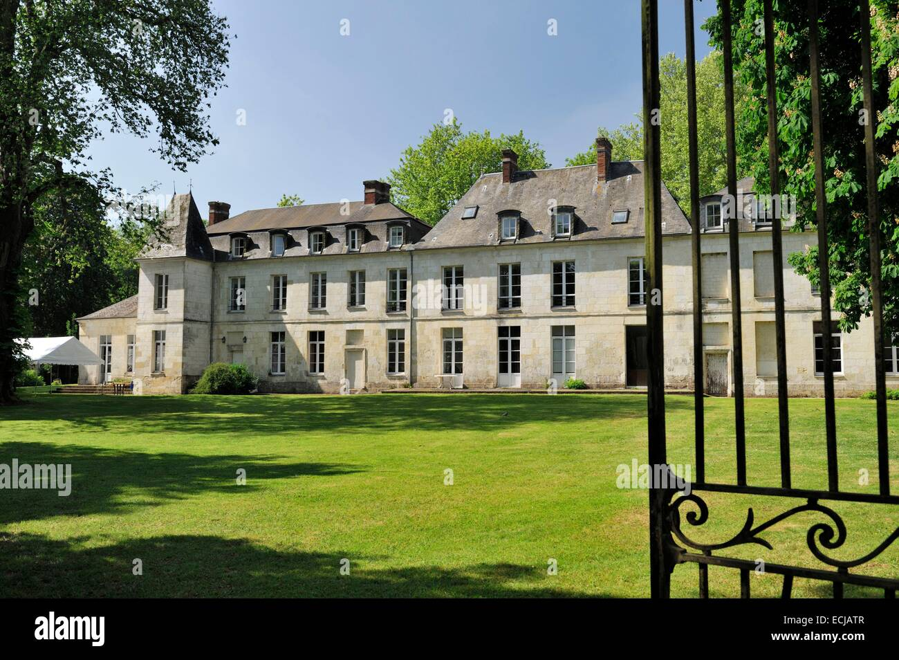 16th Century French Home - france-oise-ravenel-castle-from-the-16th-century-ECJATR_Best 16th Century French Home - france-oise-ravenel-castle-from-the-16th-century-ECJATR  Best Photo Reference_188230.jpg
