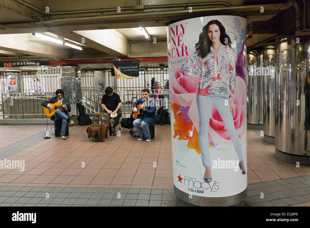 USA, New York, Manhattan, musicians in the subway and advertising - Stock Image