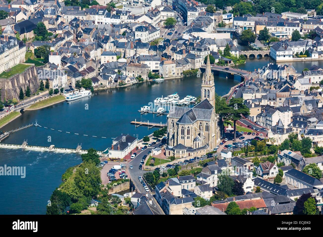 France, Sarthe, Sable sur Sarthe, the church near the Sarthe river (aerial view) - Stock Image