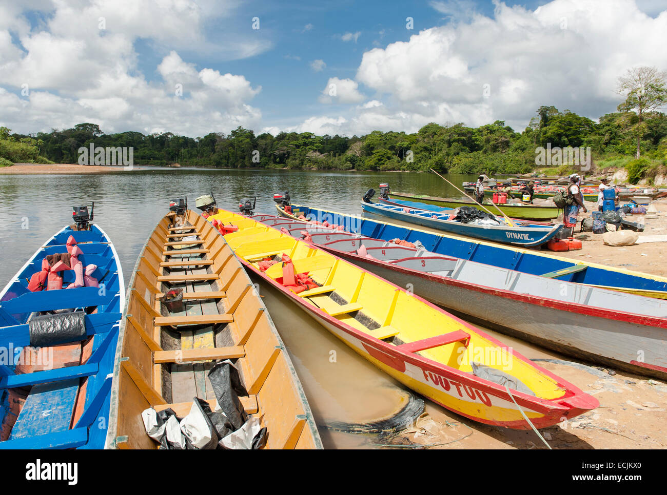 Colourful karjoles (canoes) at the Suriname River inland port of Atjoni, Pokigron, Suriname - Stock Image