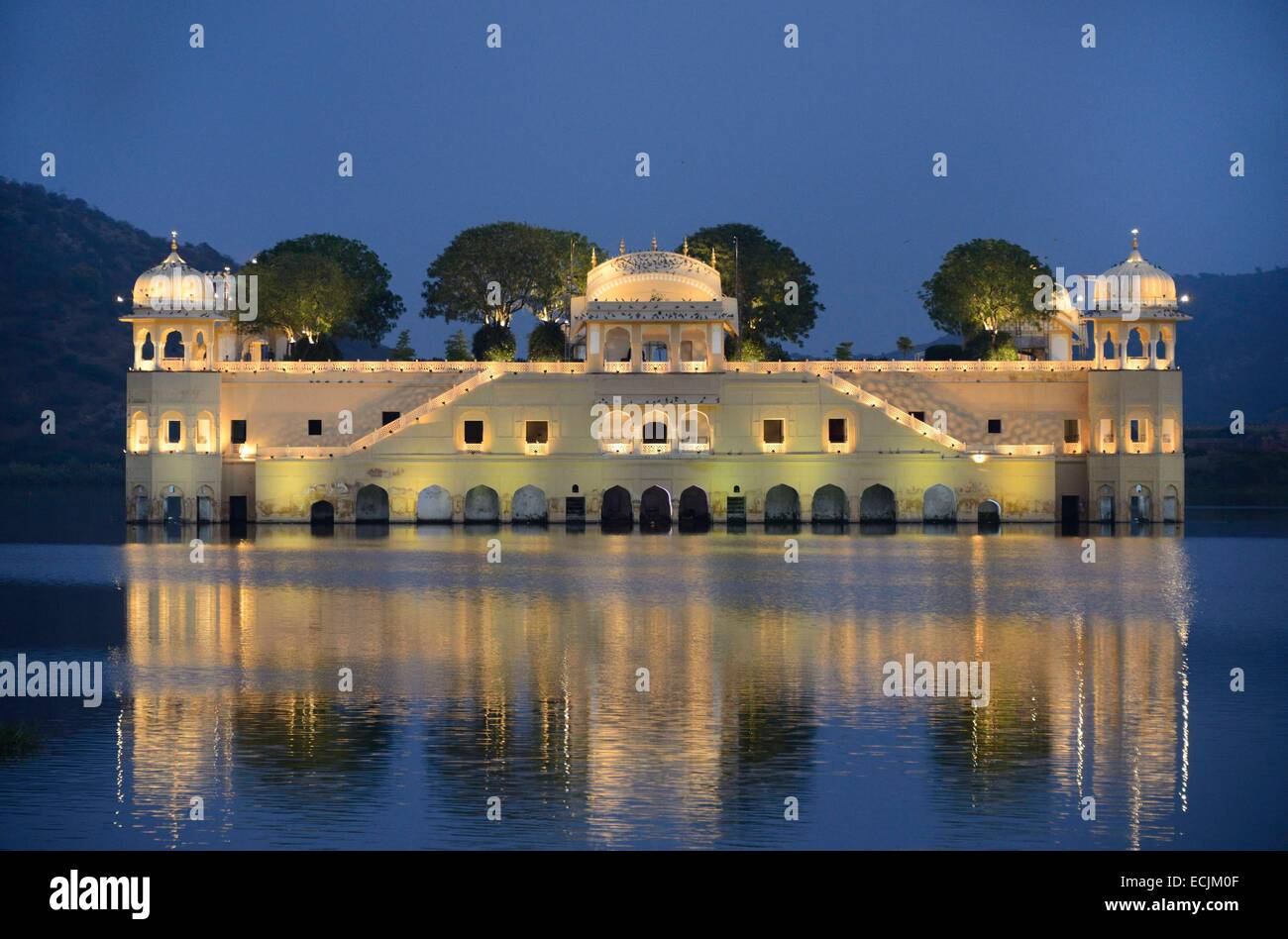 India, Rajasthan, Jaipur, Diwali festival, Jal Mahal Palace by night - Stock Image
