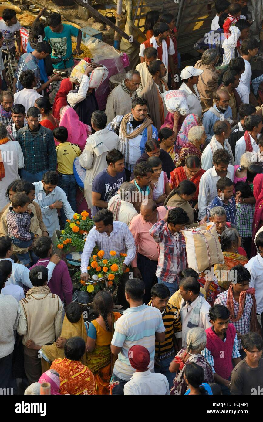India, Bihar, Patna region, Sonepur livestock fair, Kartik Poornima (Full moon day), The bazar's crowd - Stock Image