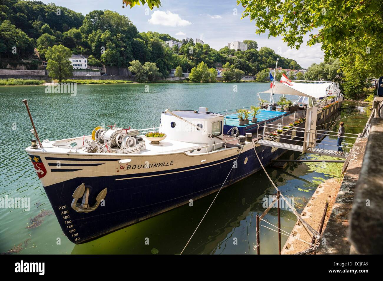 France, Rhône, Lyon, district of Vaise, arge house quay of the Commerce with a view of Cuire - Stock Image
