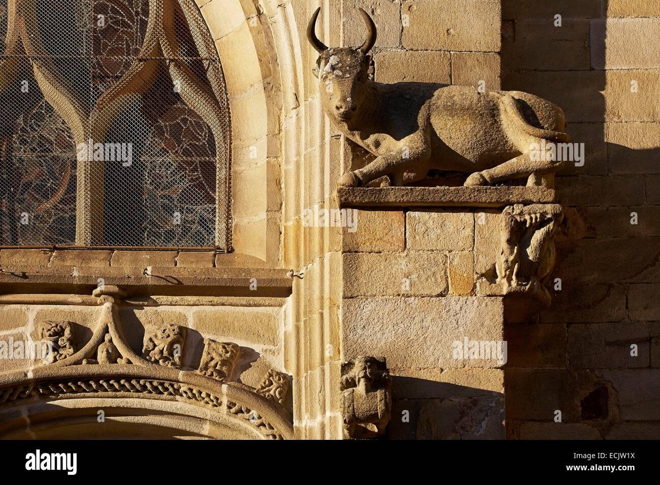 France, Morbihan, Malestroit, Saint Gilles church, Ox Sculpture at rest, attribute of St.Luc Stock Photo
