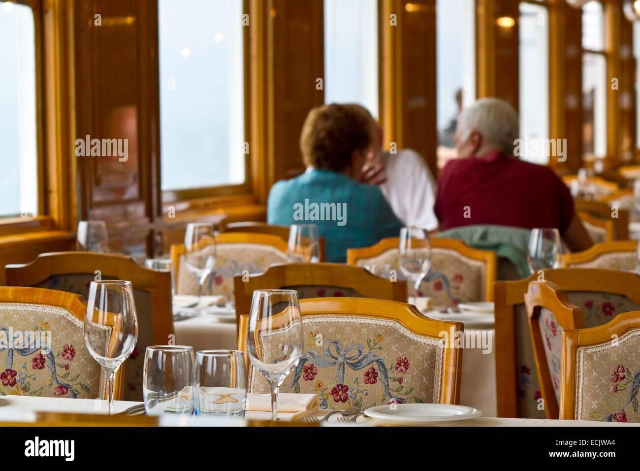 Suisse, Canton de Vaud, vignoble en terrasses du Lavaux classé patrimoine mondial de l'UNESCO, il s'étend - Stock Image