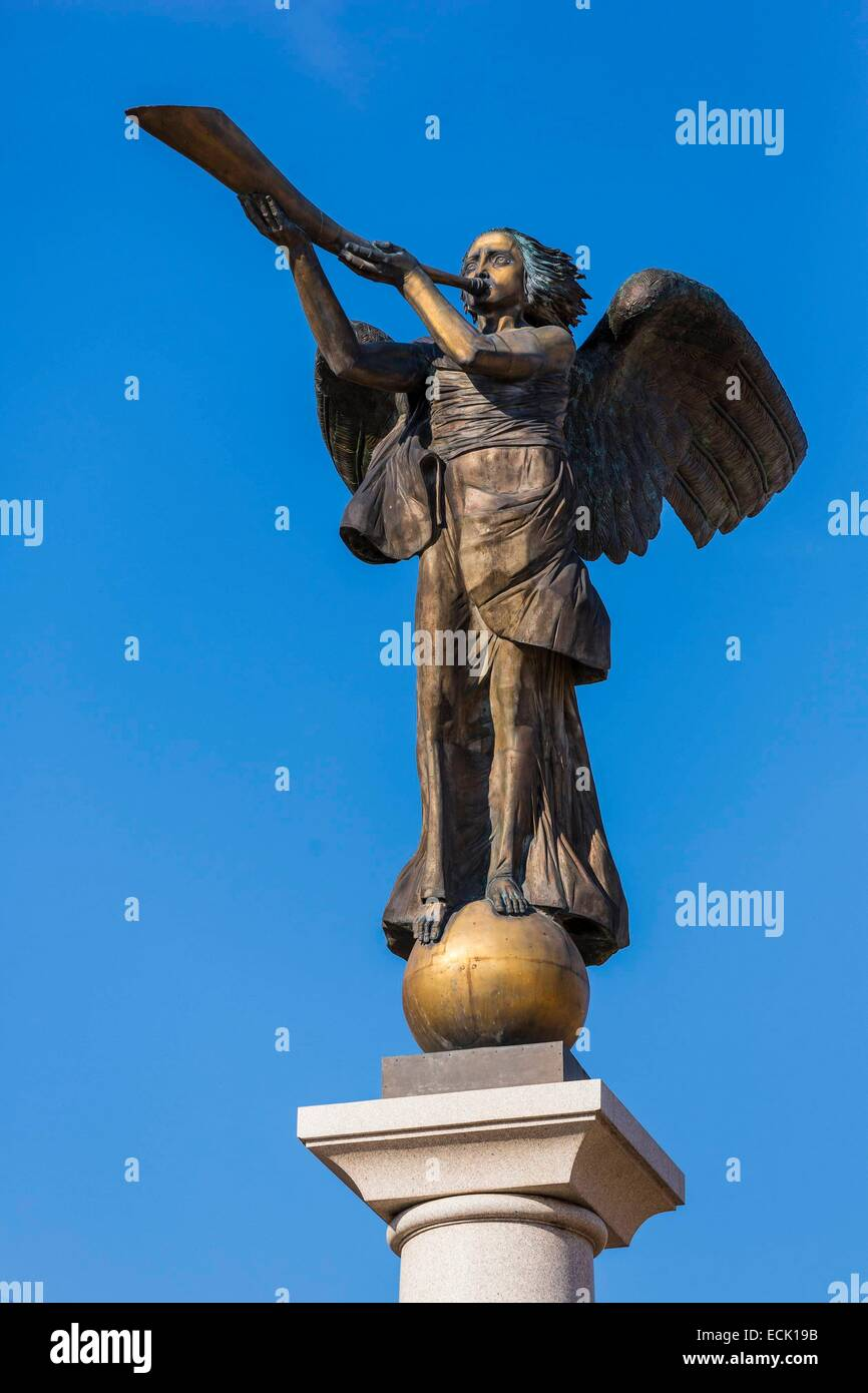 Lithuania (Baltic States), Vilnius, district of Uzupis, district of the Other Bank, angel of bronze one of the symbols - Stock Image