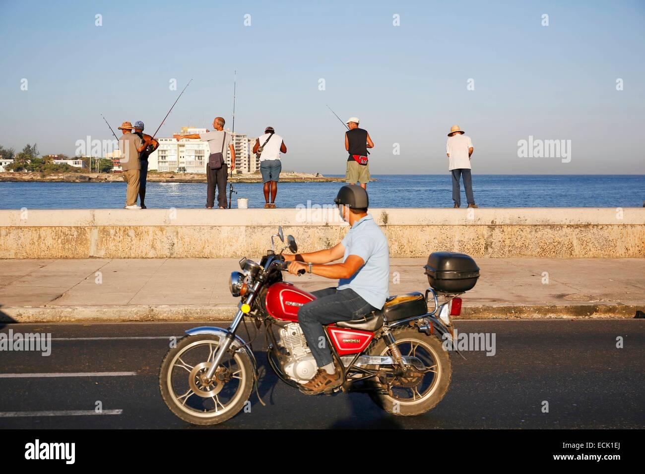 Cuba, La Havana, Maleco, wide boulevard along the sea, fishermen - Stock Image