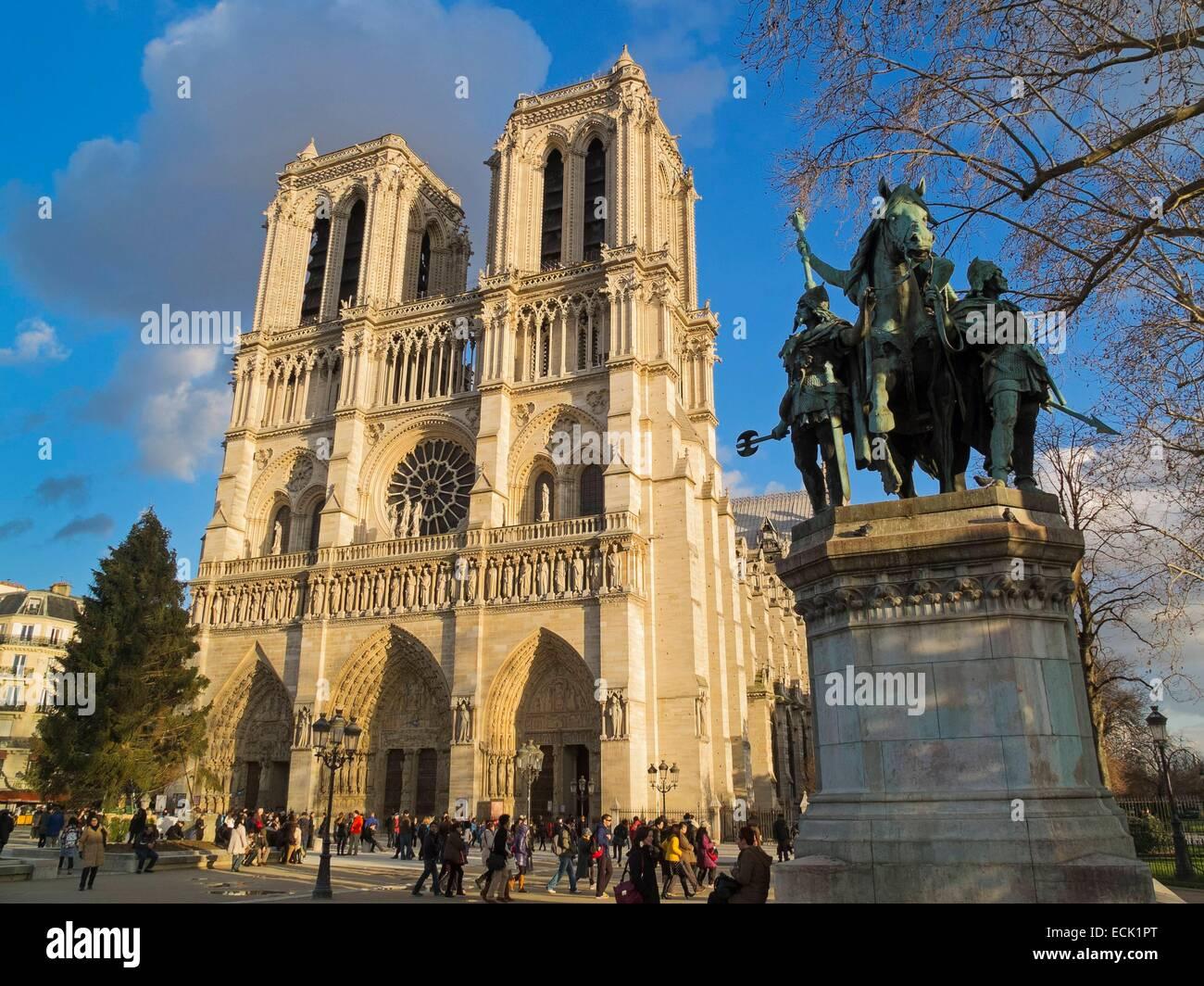 France, Paris, Ile de la Cité, Notre-Dame-de-Paris statue of Charlemagne in the parvis - Stock Image