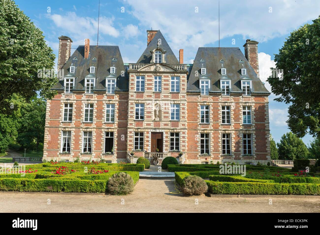 16th Century French Home - france-eure-menilles-the-16th-century-castle-ECK3PK_Amazing 16th Century French Home - france-eure-menilles-the-16th-century-castle-ECK3PK  Trends_13614.jpg