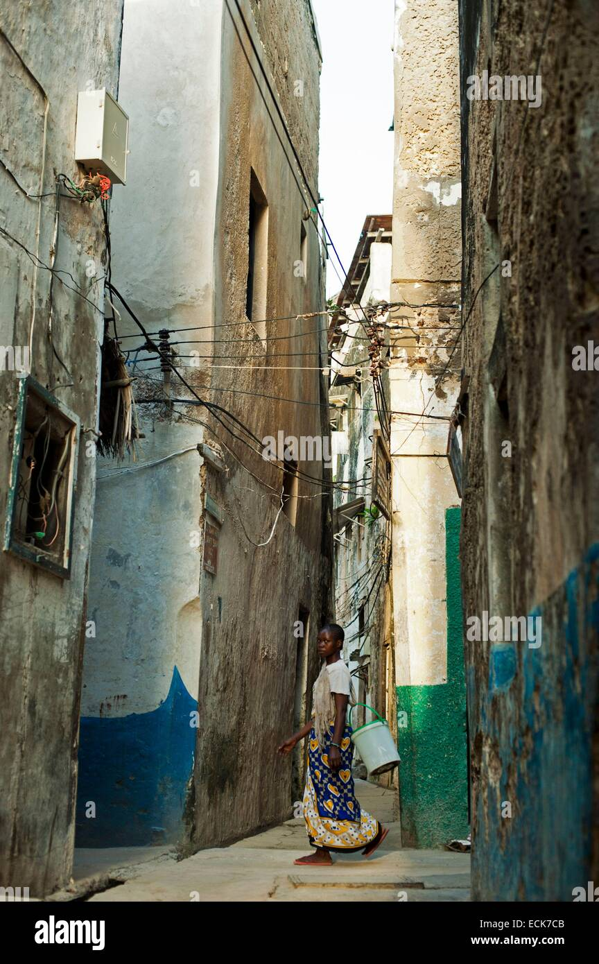 Kenya, Lamu archipelago, Lamu, woman walking through narrow streets Stock Photo