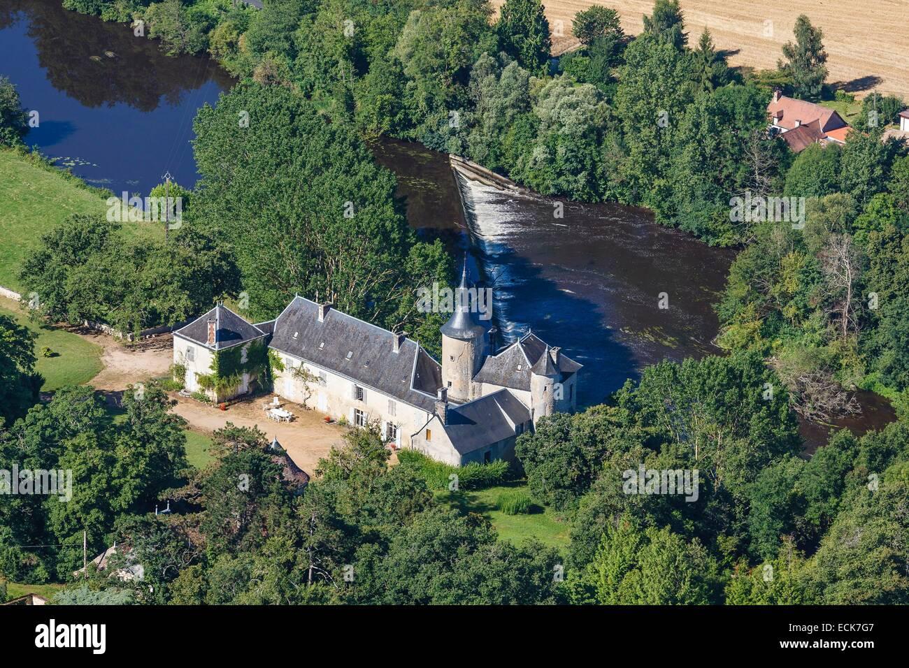 France, Vienne, Saint Pierre de Maille, La Roche a Gue castle (aerial view) - Stock Image