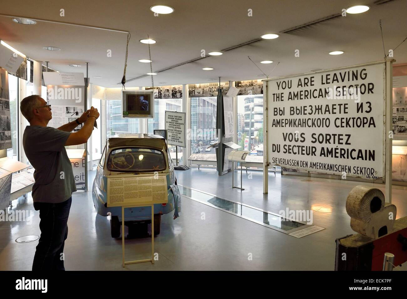 Germany, Berlin, MusΘe du Checkpoint Charlie (Haus am Checkpoint Charlie ou Mauermuseum) - Stock Image
