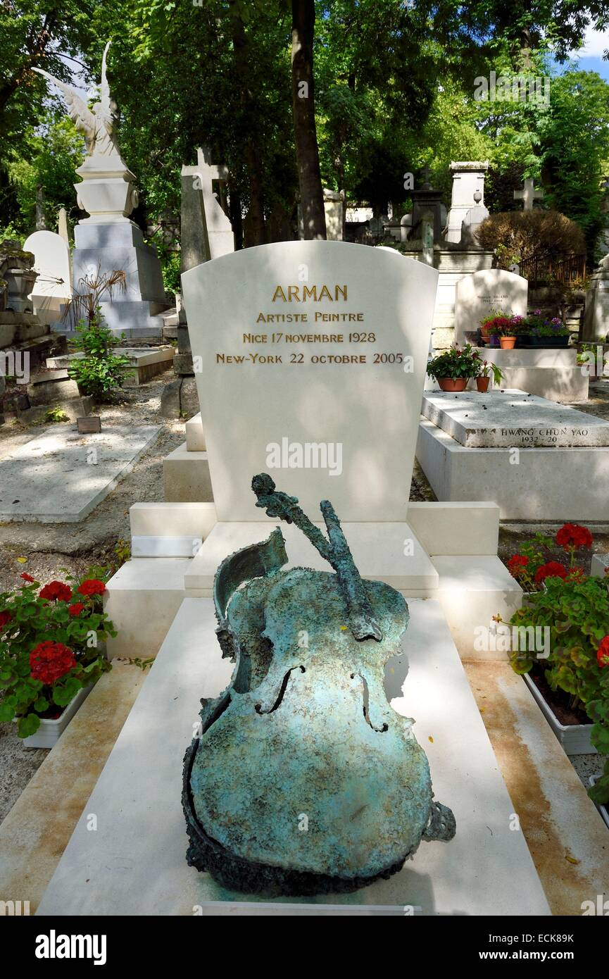 France, Paris, the Pere-Lachaise cemetery, the grave of the sculptor Arman - Stock Image