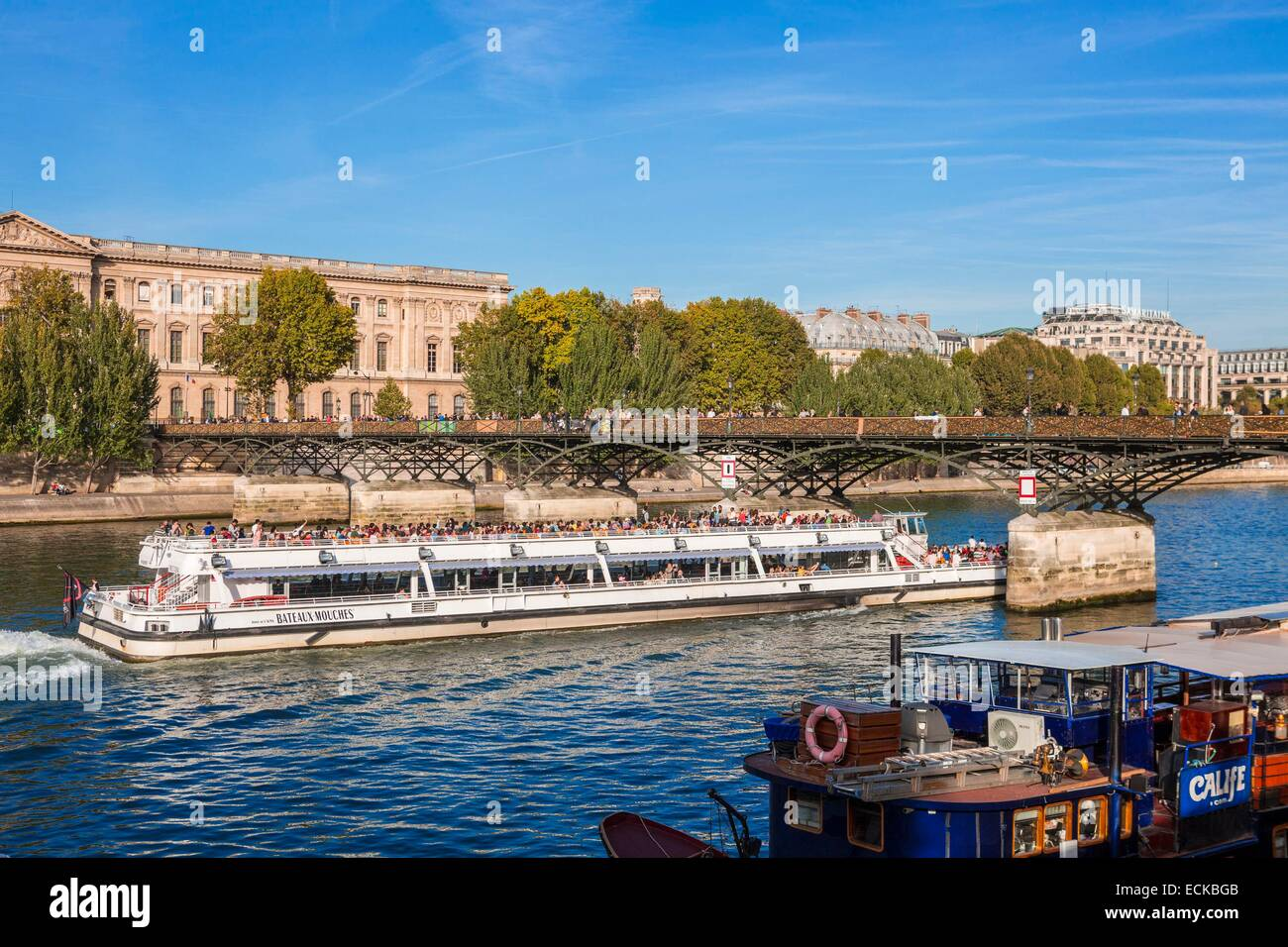 France, Paris, listed as a UNESCO World Heritage areas, a riverboat passes under the bridge of Arts - Stock Image