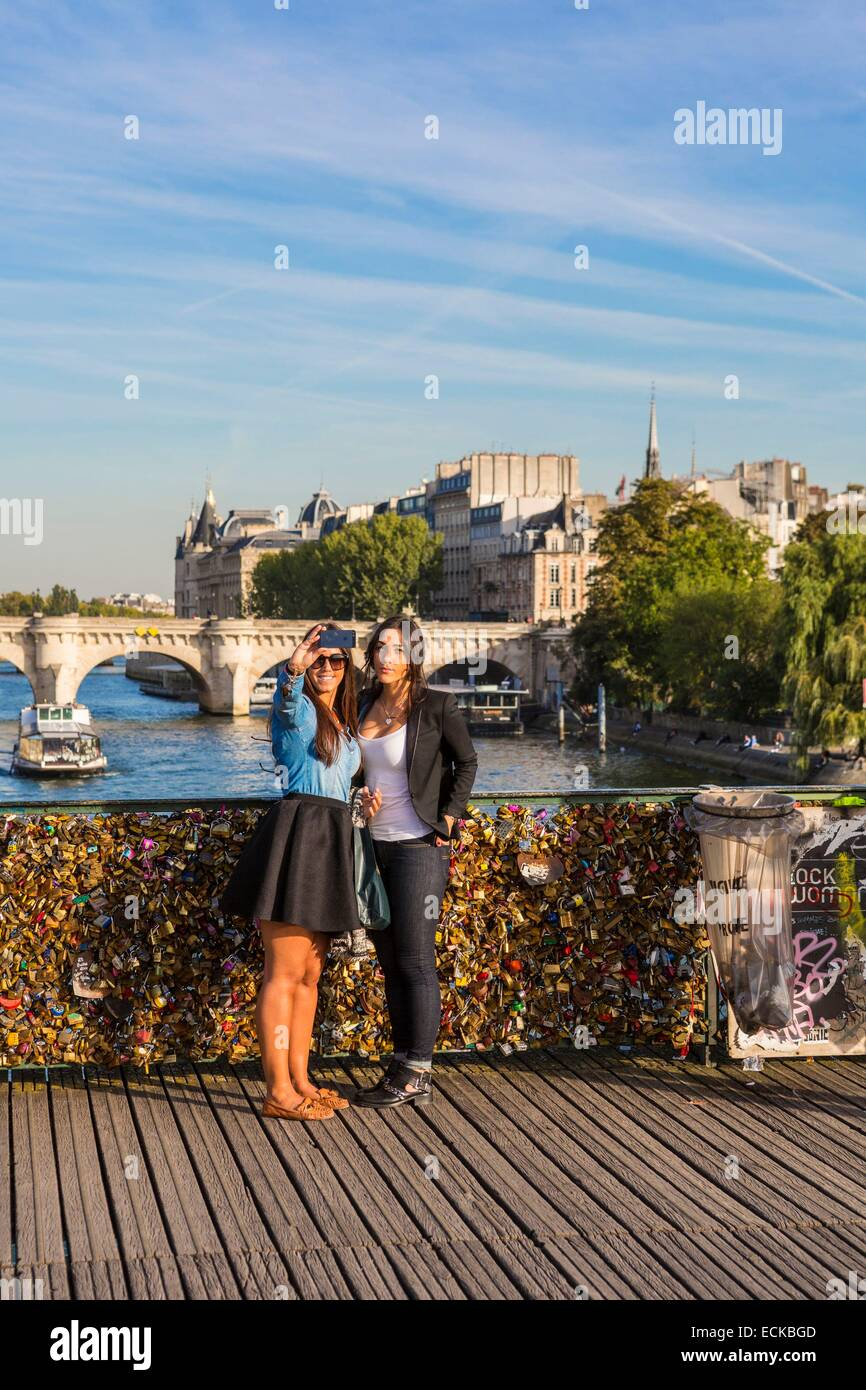 France, Paris, listed as World Heritage areas of UNESCO, Passerelle des Arts, where grids are attached Love padlocks, - Stock Image