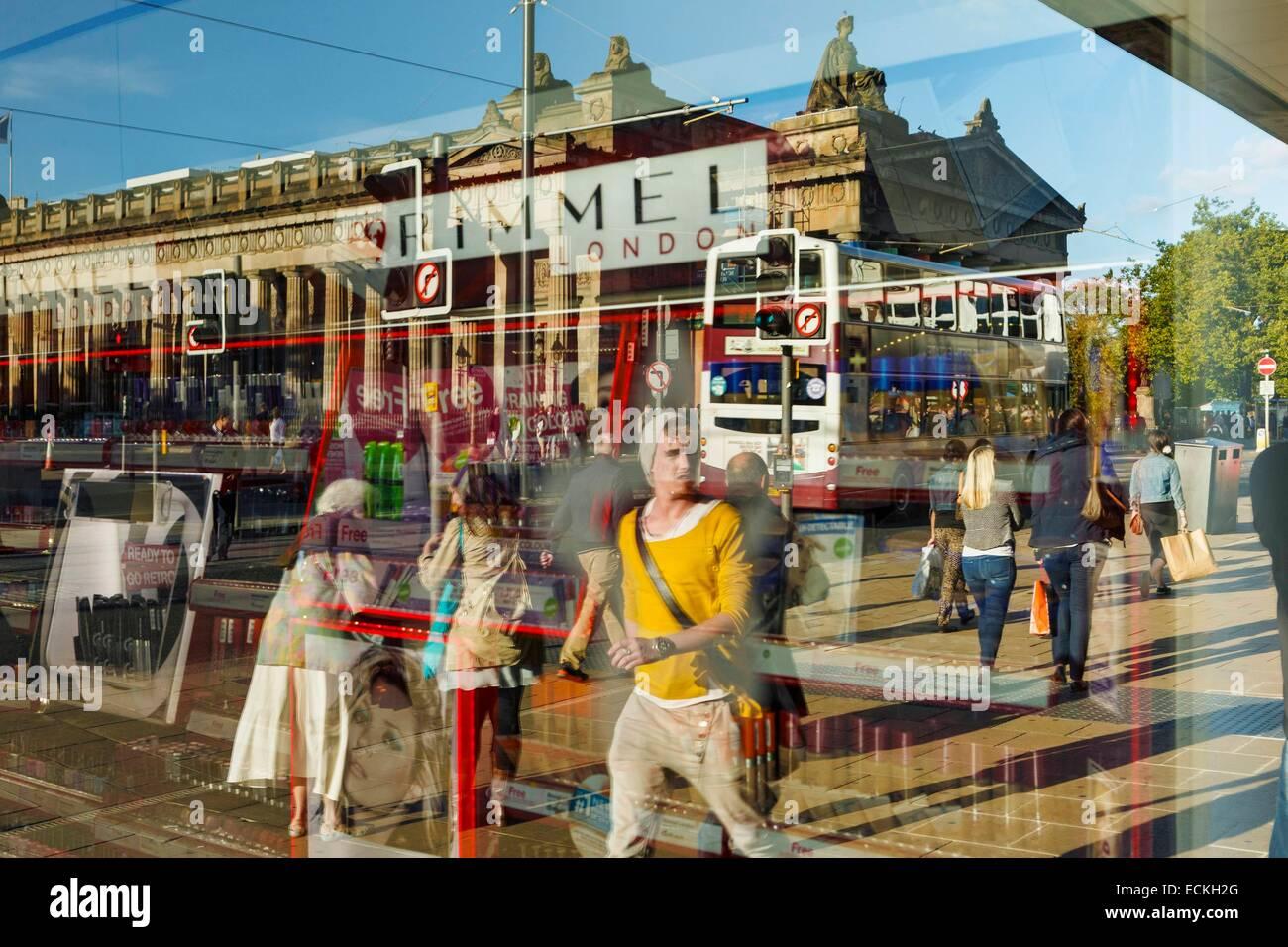 United Kingdom, Scotland, Edinburg, Princes Street, shopping street, street scene and reflection showcase - Stock Image