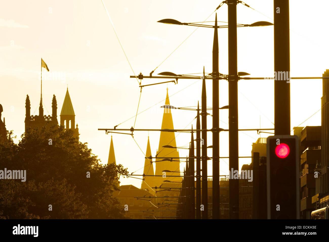United Kingdom, Scotland, Edinburg, Princes Street, Days against an avenue of downtown at sunset - Stock Image