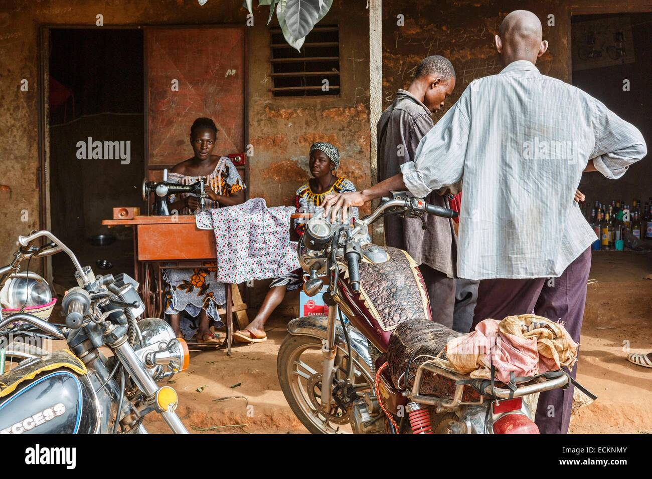 Burkina Faso, Bobo Dioulasso, Toussiana, stage of life of a traditional African market, motorcycles parked outside - Stock Image