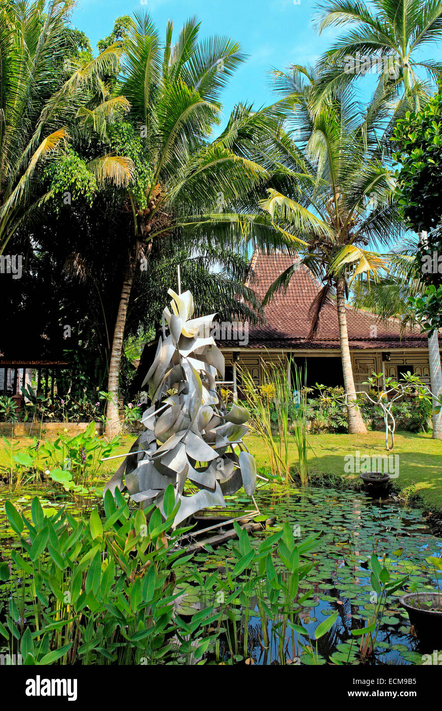 Metal Sculpture in the grounds of Setia Darma House of Masks and Puppets, Mas, Ubud, Bali, Indonesia - Stock Image