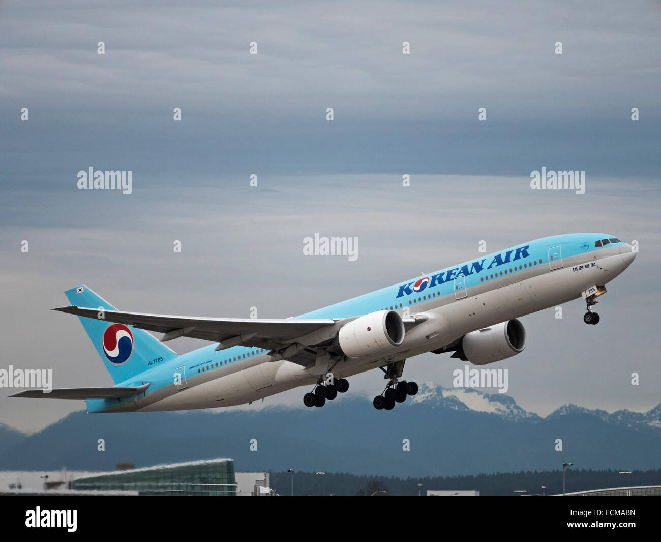Korean Air airlines plane Boeing 777-200ER (HL7765) airliner taking off  Vancouver International Airport - Stock Image