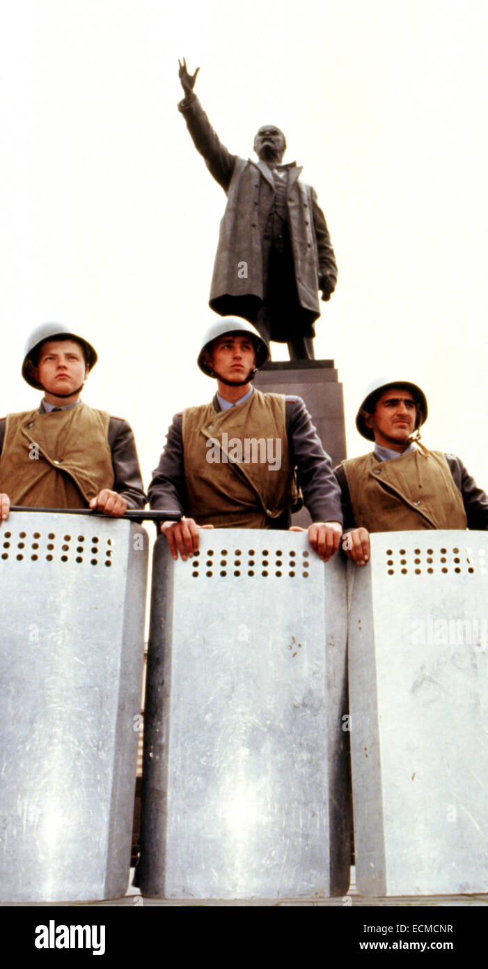 Russian soldiers with riot shields encircle Lenin's statue in the main square of Tbilisi, Georgia as protection - Stock Image