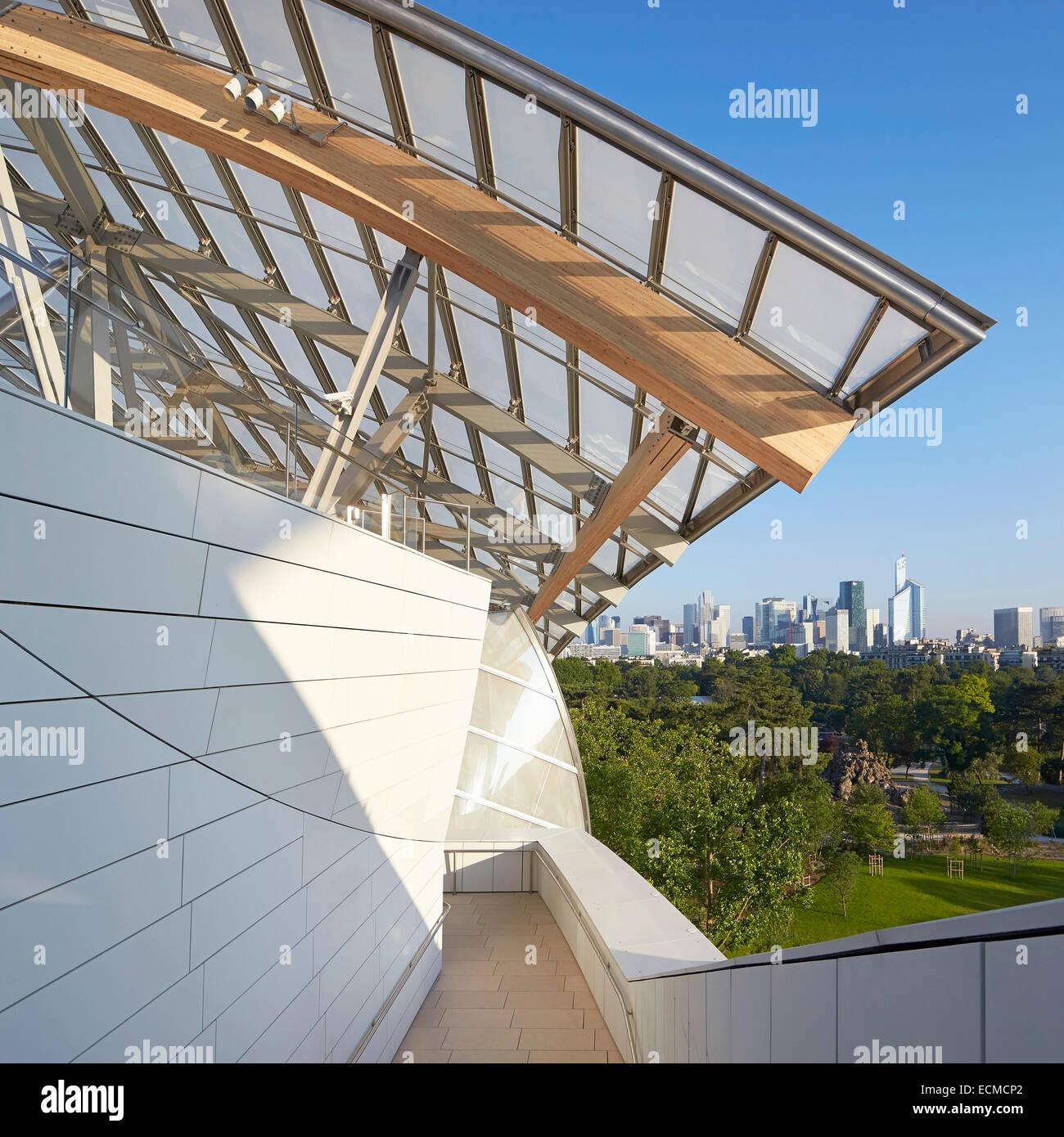 Fondation Louis Vuitton, Paris, France. Architect: Gehry Partners LLP, 2014. Upper terrace with view to Bois de Boulogne and cit Stock Photo