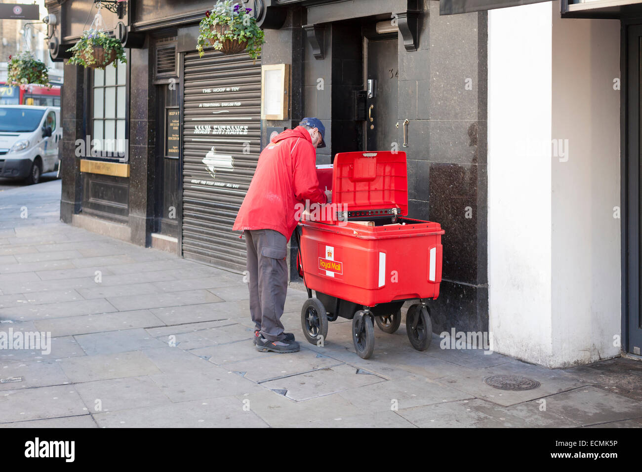 A Royal Mail postman, London, England - Stock Image