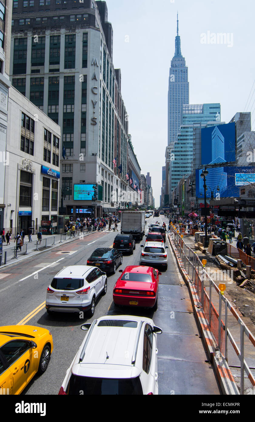 New York City New York busy 34th Street  with traffic and people in downtown Manhattan rush Empire State Building - Stock Image