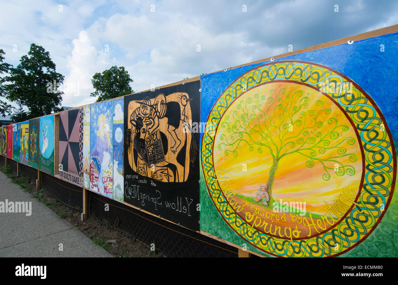 Yellow Springs Ohio artsy small town with Gallery Art Fence painted by local artists on wall - Stock Image