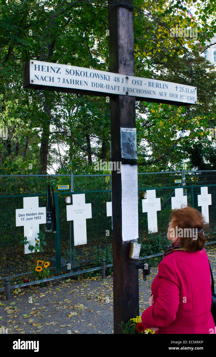 Berlin Germany Berlin Wall crosses for dead escaping from then Wall near Brandenberg Gatewith mourners   MR-41 - Stock Image
