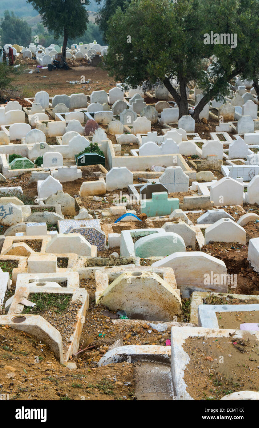 Morocco Fez crowded grave yard graves and tombs in cemetery - Stock Image
