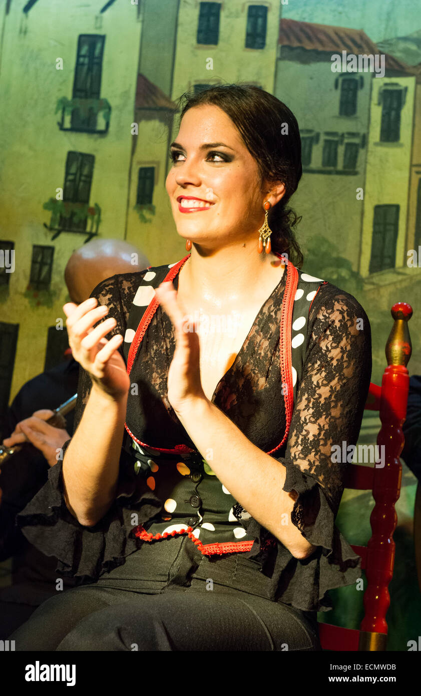 Granada Spain traditional Flamenco dancer with musioc in Tablao Albayzin Restaurant and costumes - Stock Image