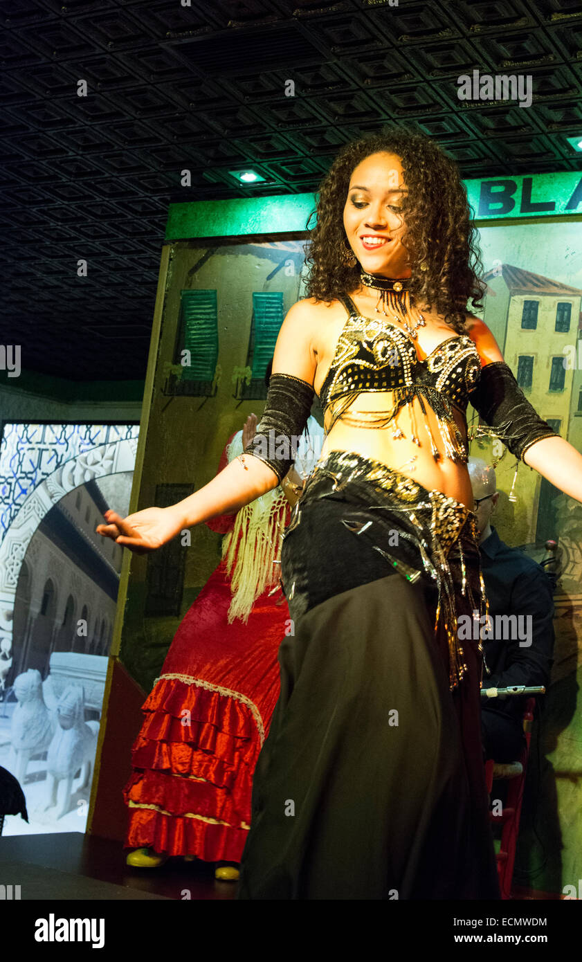 Granada Spain traditional Flamenco dancer with music in Tablao Albayzin Restaurant and costumes - Stock Image
