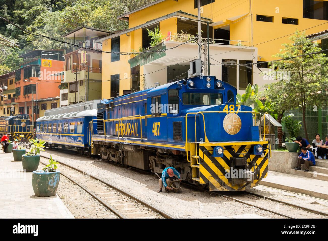 Blue Diesel Electric Perurail Locomotive and carriage at Aguas Calientes, near Cusco, Peru - Stock Image