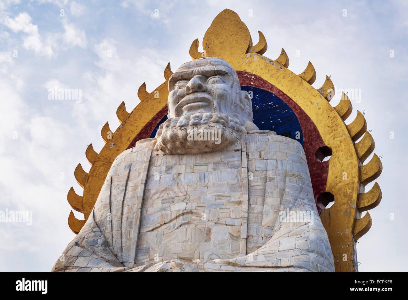 Bodhi Dharma statue on top of the mountain Song in DengFeng, Zhengzhou, Henan Province, China 2014 Stock Photo
