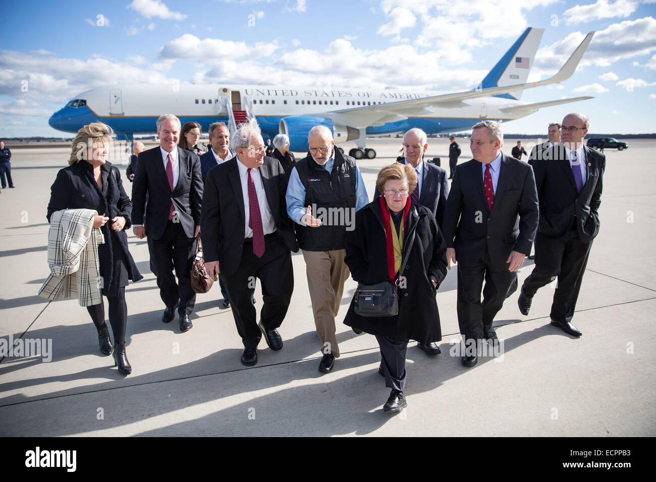 Maryland, USA. 17th Dec, 2014. Photo provided by the White House shows U.S. contractor Alan Gross (5th R) arriving - Stock Image