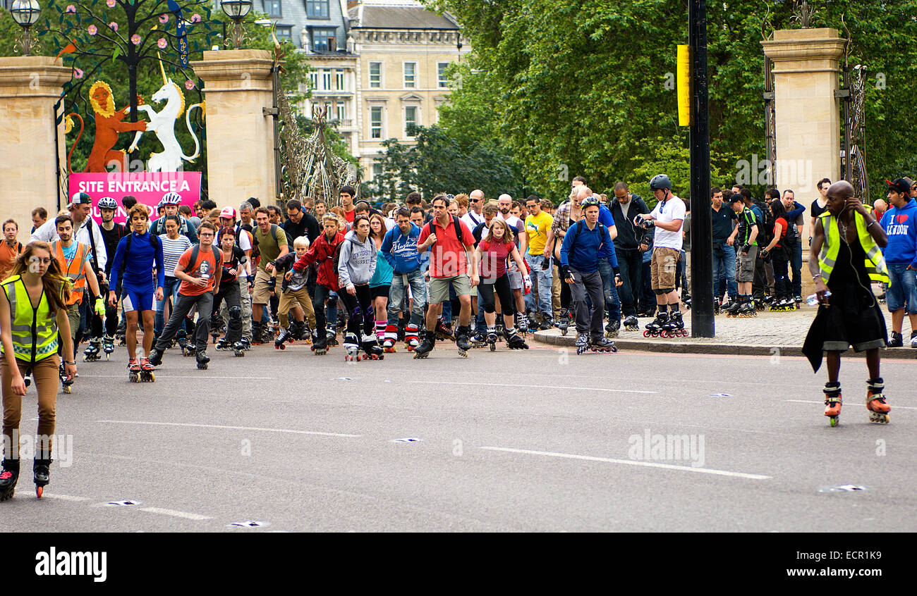 Every Wednesday evening in summer, hundreds of skaters go on a group skate round London's streets accompanied by a sound-box. Stock Photo