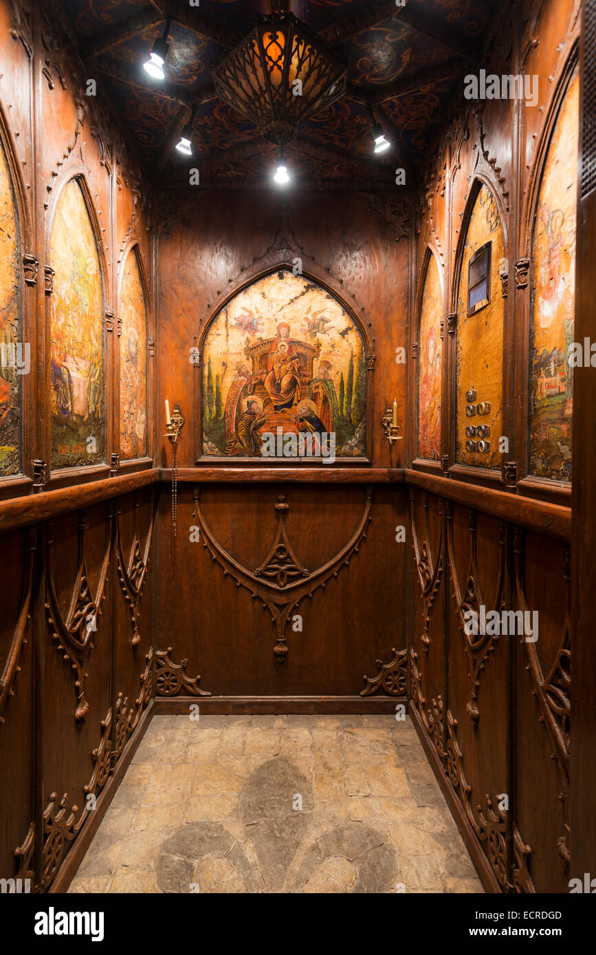 Wood panelled elevator with coffered ceiling and biblical imagery - Stock Image