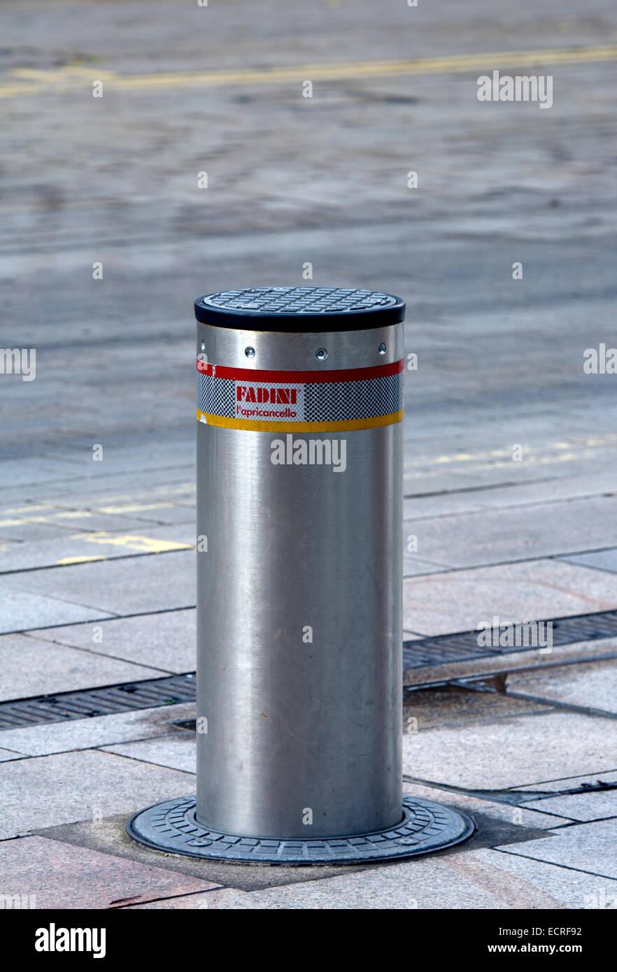 Retractable bollard, Stratford-upon-Avon, UK - Stock Image