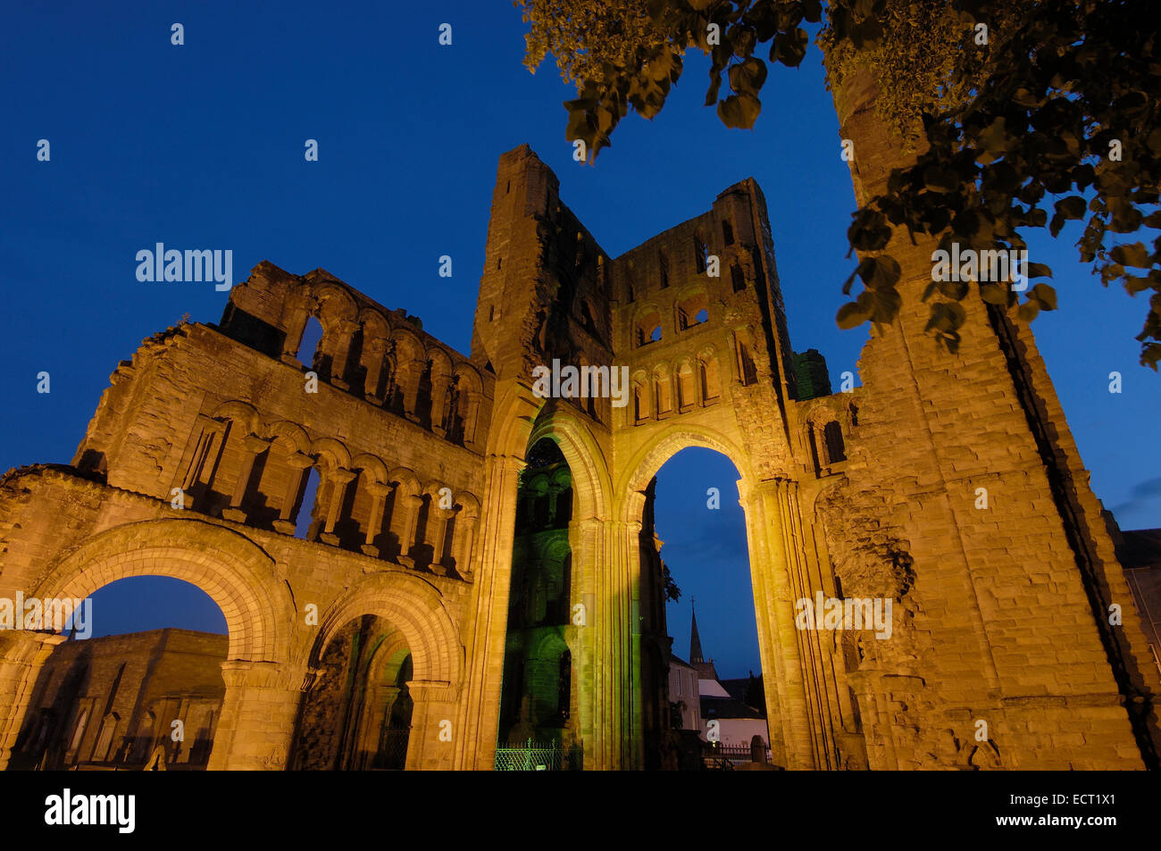 Kelso Abbey at dusk, Scottish Borders, Scotland, United Kingdom, Europe - Stock Image