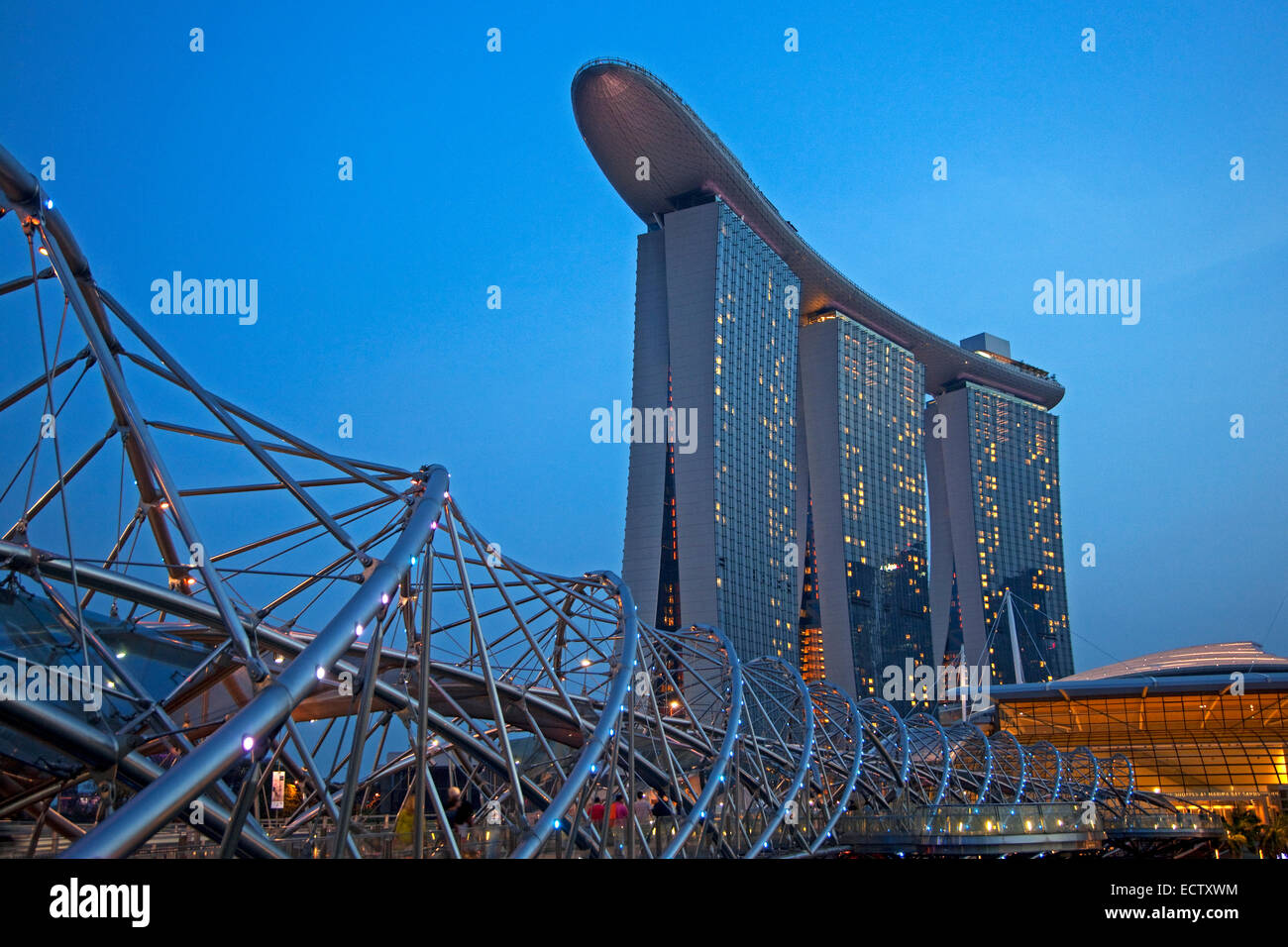 Marina Bay Sands Skypark and Hotel and the Helix bridge in Singapore - Stock Image