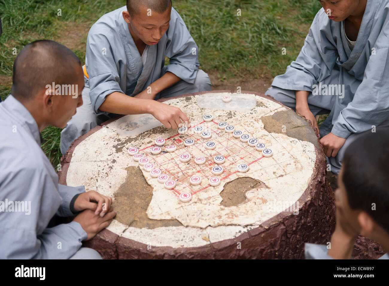 Shaolin martial arts school students playing Xiangqi Chinese chess outside in DengFeng, Zhengzhou, Henan, China - Stock Image
