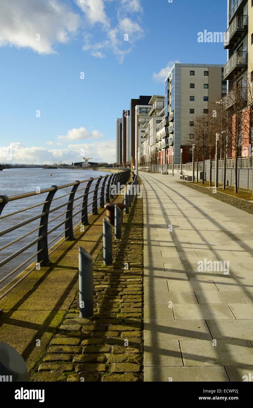 Waterfront flats at Glasgow harbour in Partick in Glasgow, Scotland Stock Photo
