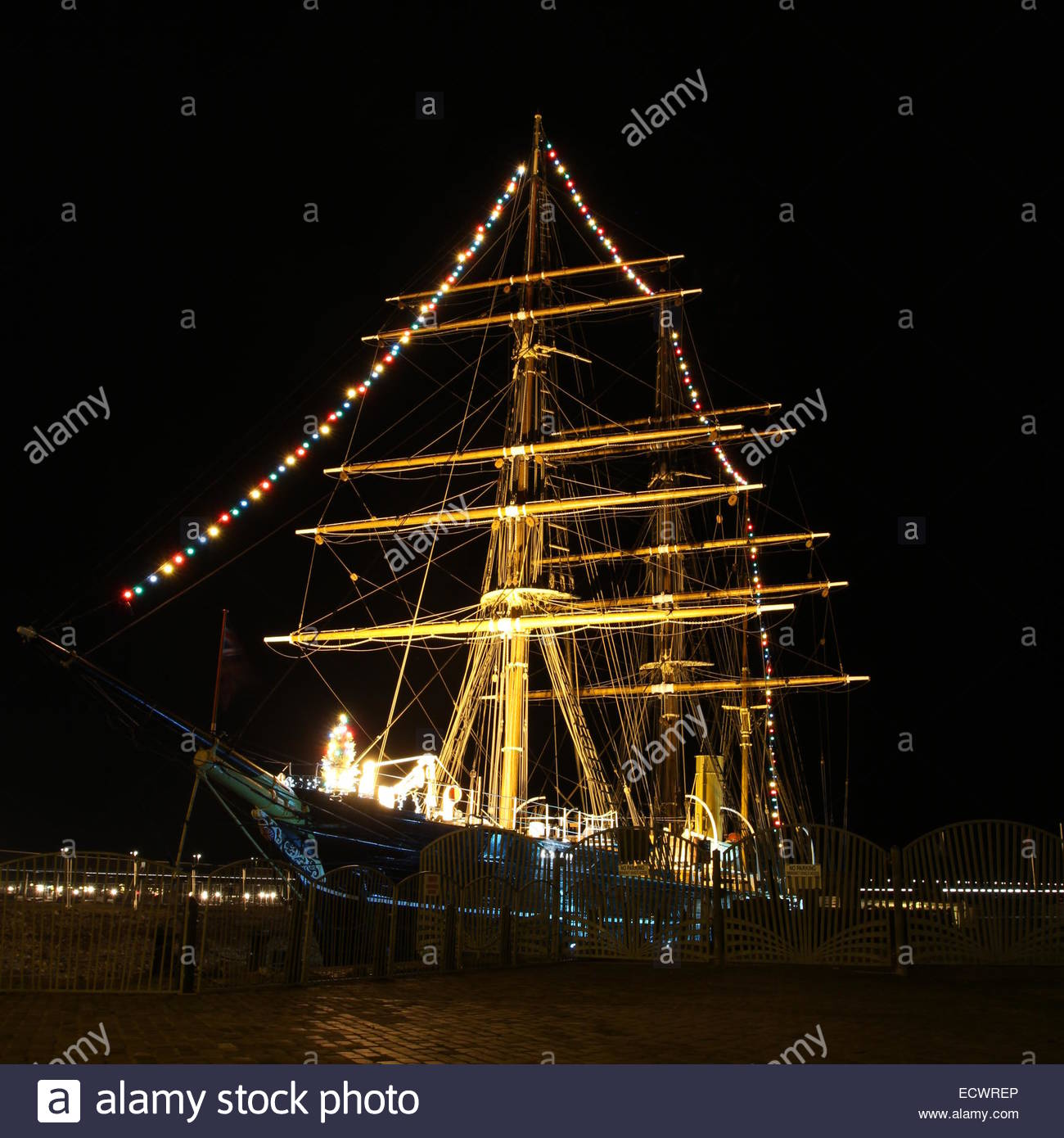 RRS Discovery at night Discovery Point Dundee Scotland  December 2014 Stock Photo