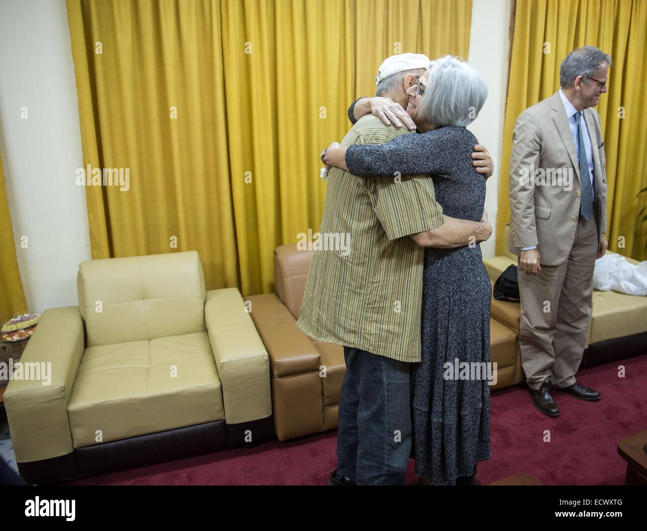 USAID contractor Alan Gross, imprisoned in Cuba for five years, is reunited with his wife Judy Gross after his release - Stock Image