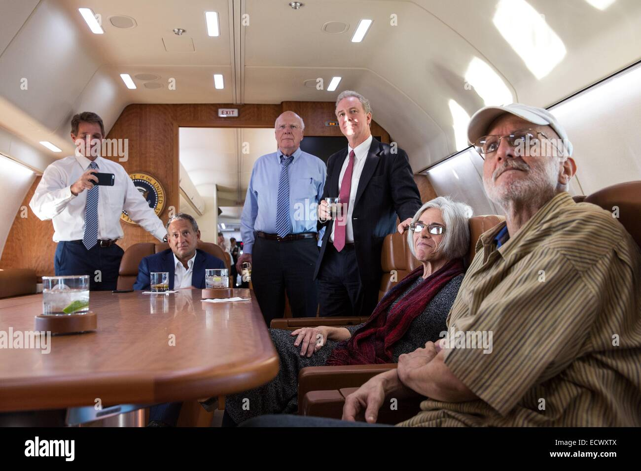 USAID contractor Alan Gross, imprisoned in Cuba for five years, watches television news of his release along with - Stock Image