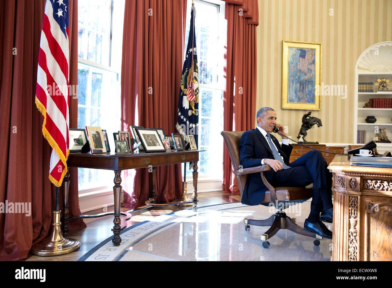 US President Barack Obama speaks by phone with released prisoner Alan Gross from the Oval Office of the White House - Stock Image