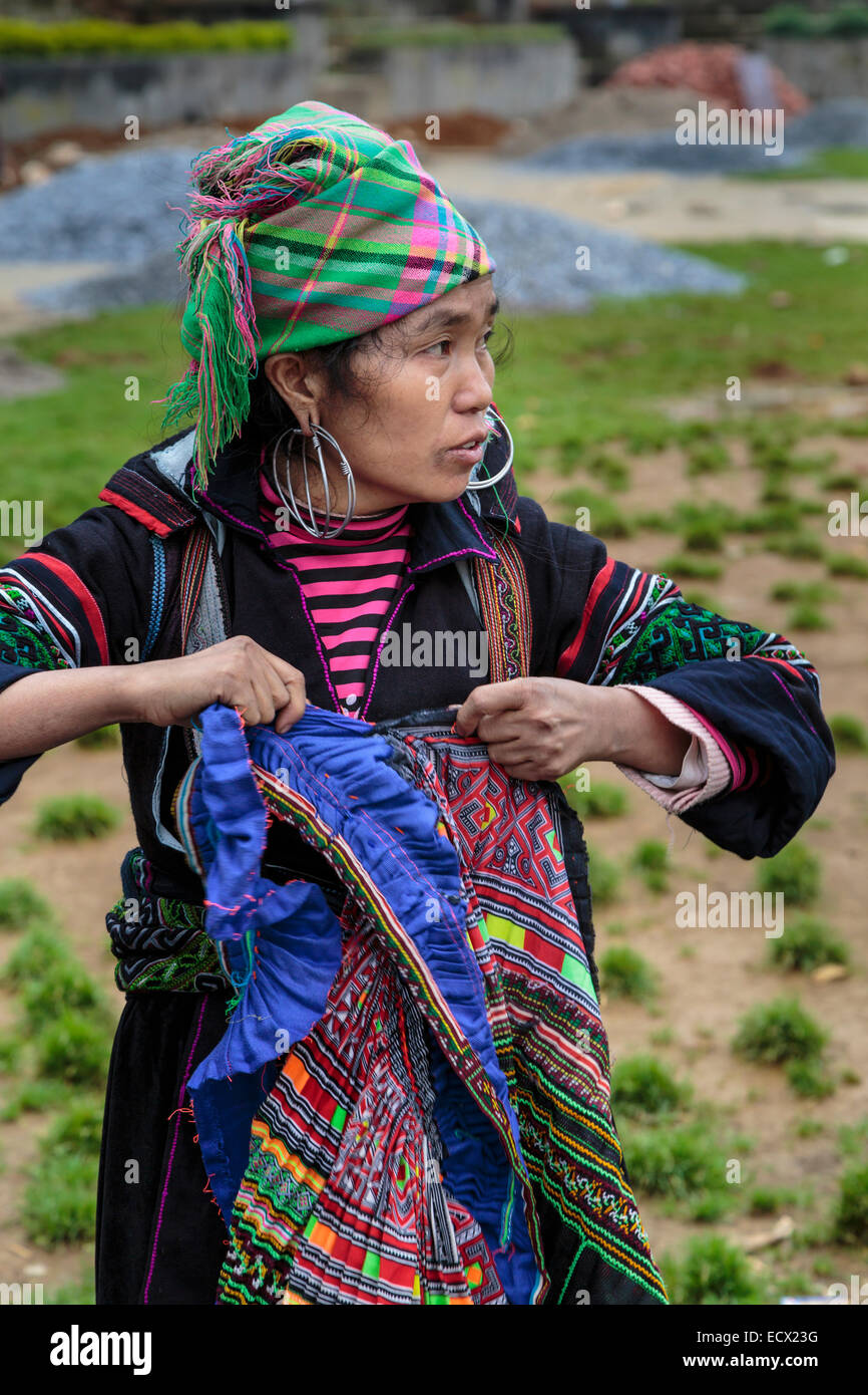 A Hmong lady in ethnic dress in Sapa, Vietnam, Asia. - Stock Image