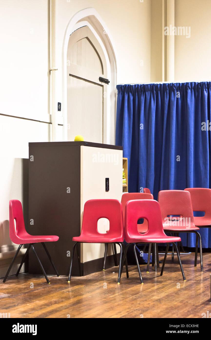 https://c8.alamy.com/comp/ECX3HE/red-school-chairs-in-a-hall-ECX3HE.jpg