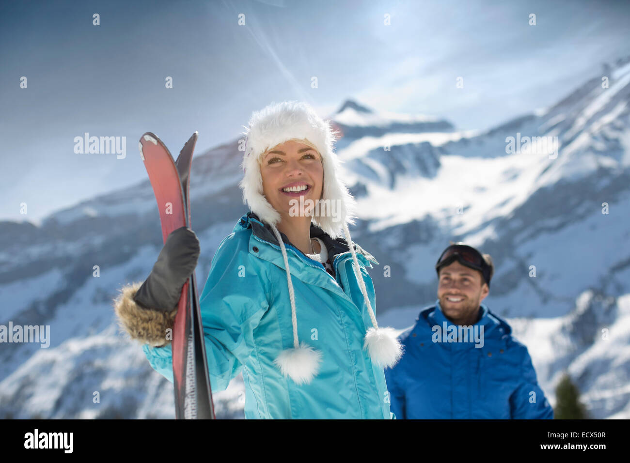 Couple with skis at mountain - Stock Image